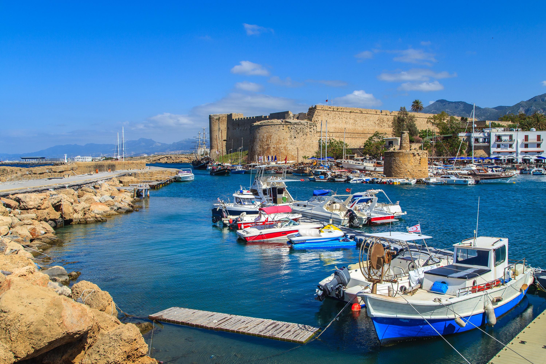 Bến du thuyền siêu sang tại Síp.