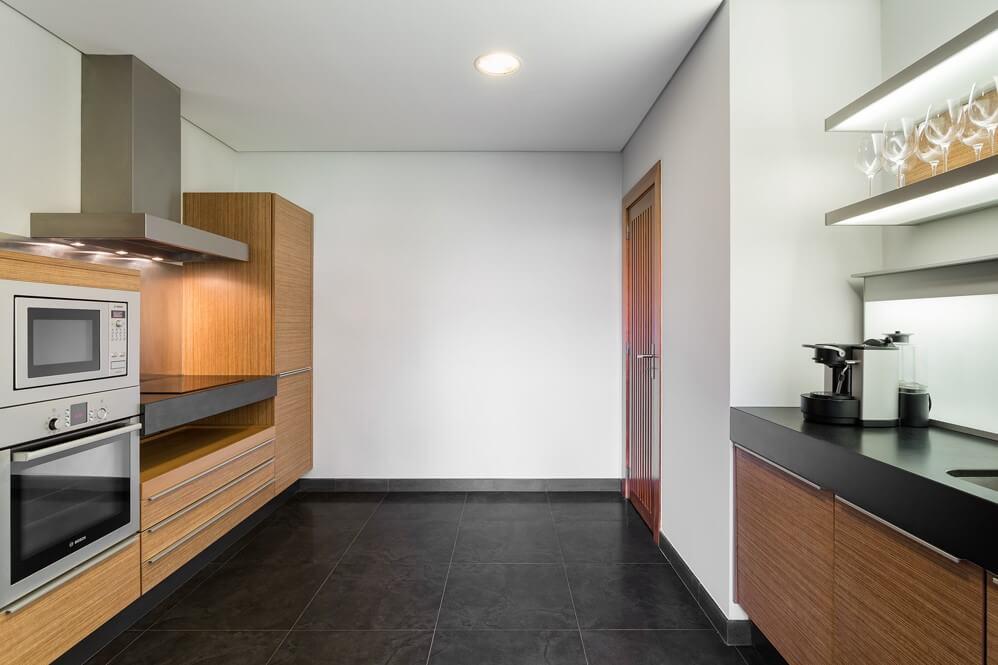 Phòng bếp bên trong dự án căn hộ nghỉ dưỡng Sheraton Cascais Resort