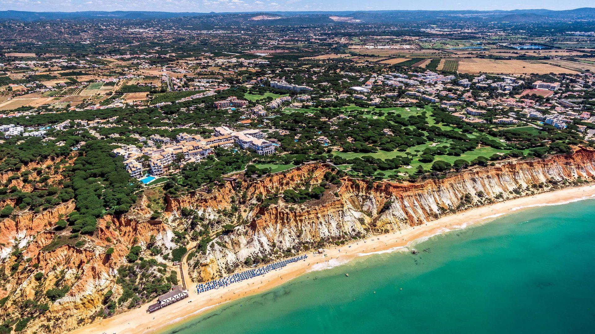 Nằm tại bãi biển xinh đẹp vùng Algarve.