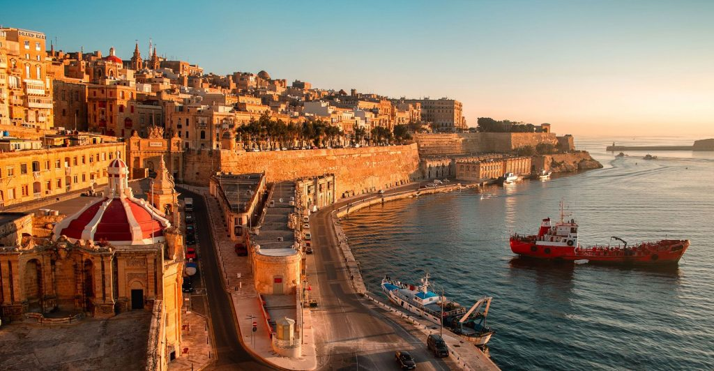 Thành phố cổ trang nghiêm tại Malta.