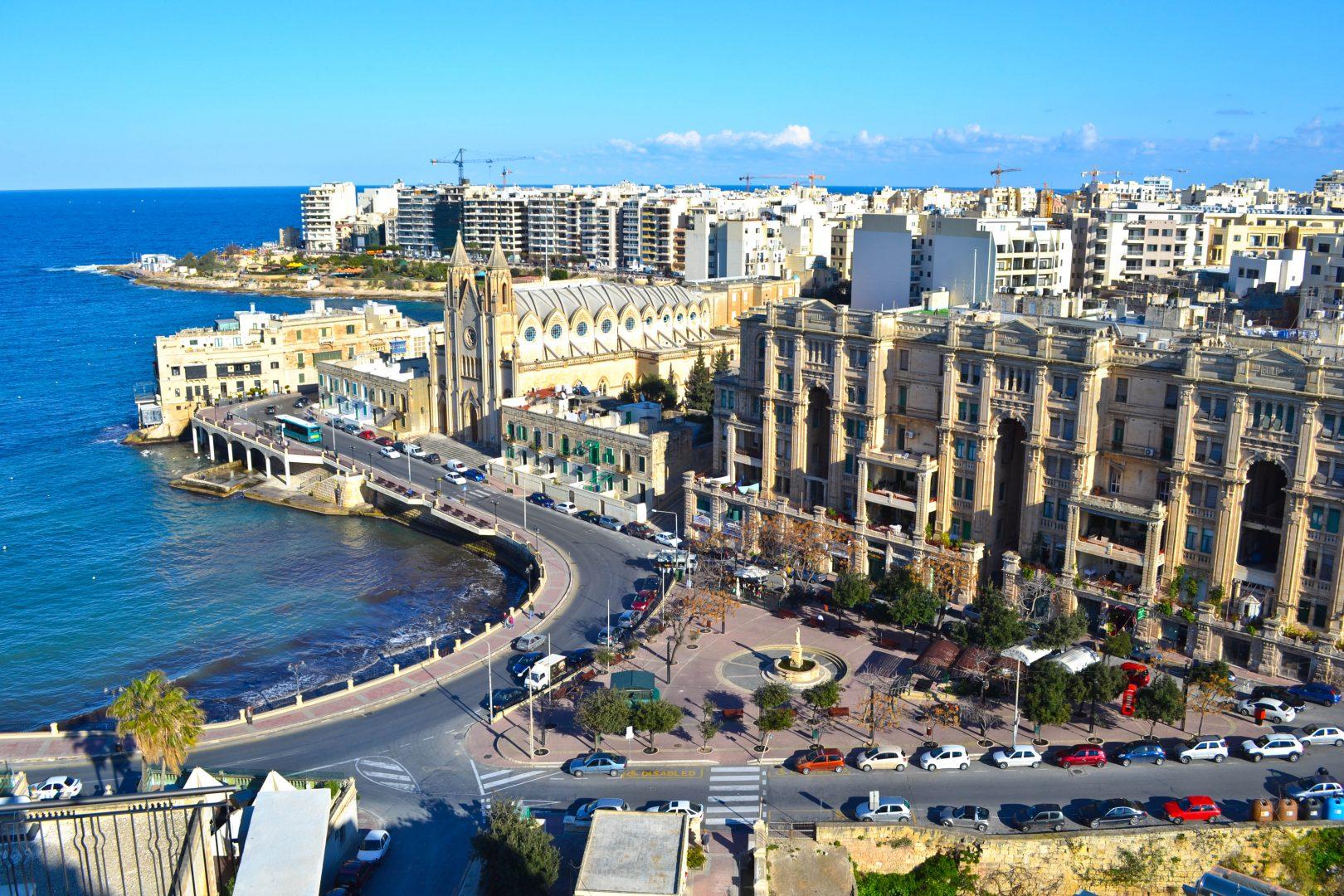 Một thành phố hiện đại tại Malta.